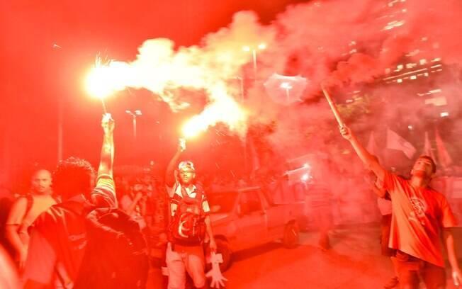 Ato pela democracia em SP teve trajeto entre o Largo da Batata e a sede da TV Globo