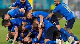 Itália domina a Suíça e se classifica para próxima fase da competição