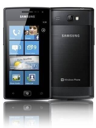 Samsung Omnia W, celular com Windows Phone 7