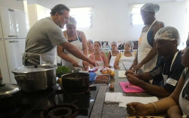 Fasano ensina a preparar um arroz carreteiro em aula na TUCCA