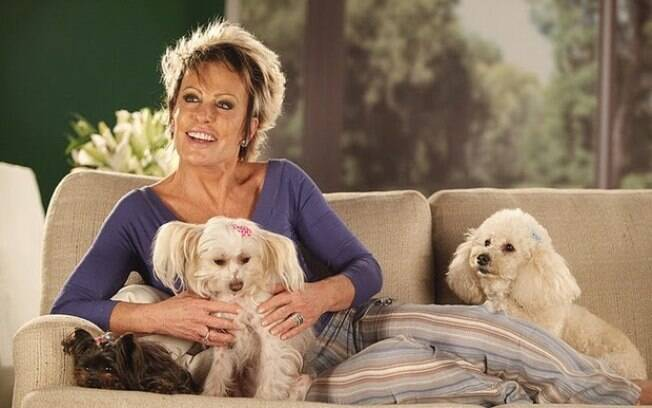 Ana Maria é dona de quatro cadelinhas, Belinha, Sombrinha, Cristal e Zita.