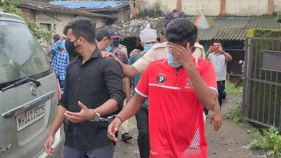 Polícia indiana prendeu 28 suspeitos de estuprar adolescente de 15 anos