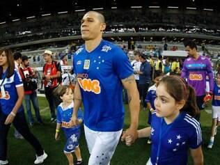 Nilton voltou a ter chance no time titular do Cruzeiro e ressaltou força azul para romper barreira defensiva do ABC-RN
