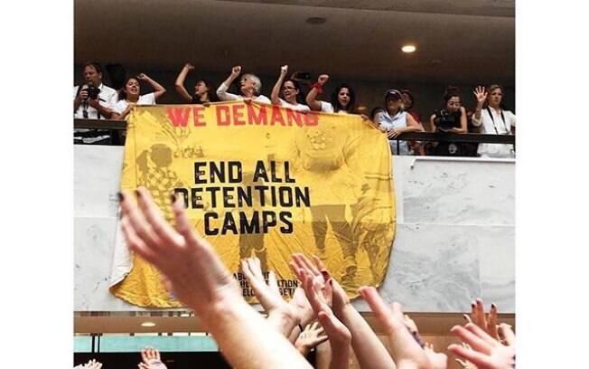 O protesto contra Donald Trump e sua política migratória na fronteira com o México levou centenas de mulheres às ruas