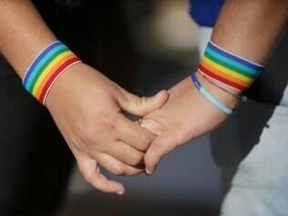 Assumindo-se homossexuais, as empresas acreditam que as lébicas têm menos chances de incorporar compromissos tradicionais do gênero, como casamento, filhos e responsabilidades domésticas