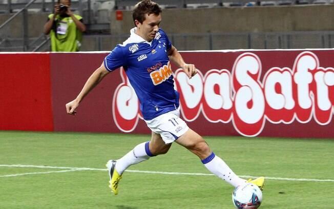 Dagoberto, do Cruzeiro, durante a vitória  sobre o Tupi no Campeonato Mineiro