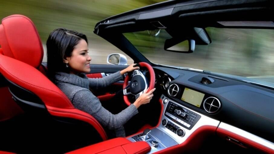 Pesquisadores apontam que carros são mais inseguros para mulheres que homens em caso de colisão