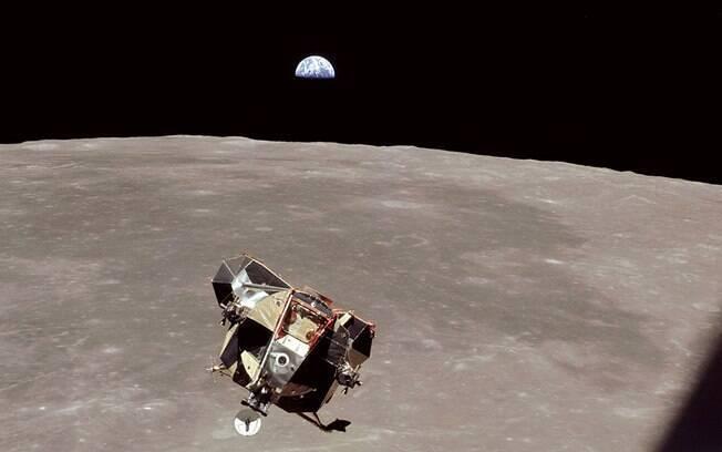 Depois de lançar o módulo de pouso com Armstrong e Aldrin, Michael Collins permaneceu quase 24 horas sozinho