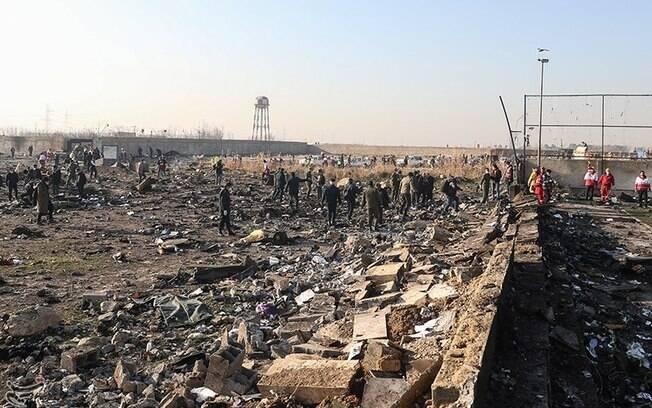 Local onde o avião caiu no Irã