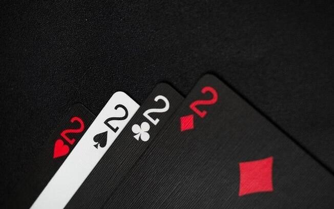Oráculo das 9 cartas: descubra o que o destino reserva na paixão e no trabalho