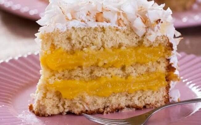 Clique na imagem e veja a receita de bolo de coco com baba de moça, de Samira Jamil