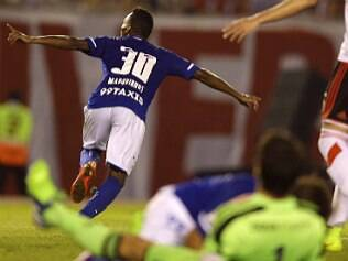 Cruzeiro larga na frente do River Plate