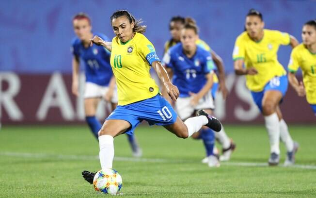 Marta se tornou a maior artilheira da história das Copas.