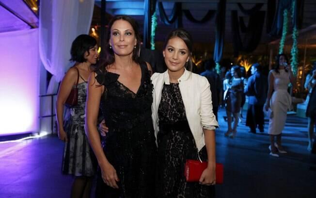 Mãe e filha na festa