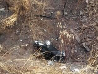 Carro caiu em barranco e duas crianças ficaram gravemente feridas