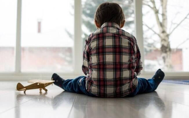 Autismo não tem cura; tratamentos devem visar saúde e desenvolvimento da criança dentro de seu tempo e possibilidades
