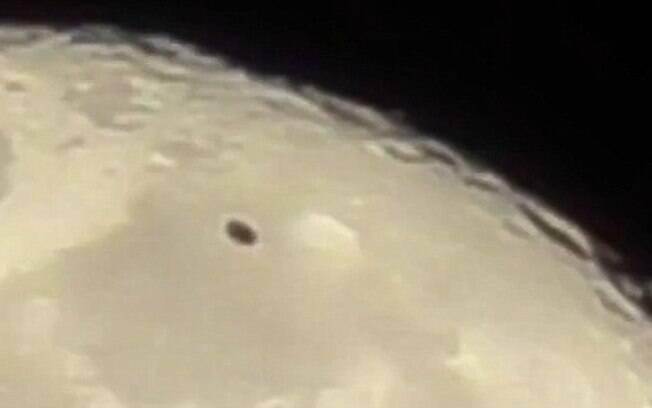 Morador de Dearborn Heights afirmou que um objeto voador não identificado atravessou a Lua no segundo dia do mês
