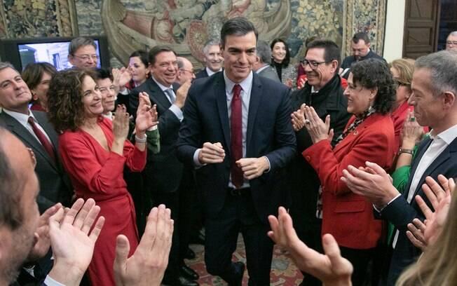 Pedro Sánchez chega ao parlamento após ser reeleito primeiro-ministro da Espanha