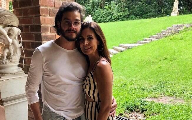 Capa do mês de junho da revista Claudia, Fátima Bernardes fala como conheceu o namorado Túlio Gadêlha e sobre o primeiro beijo do casal