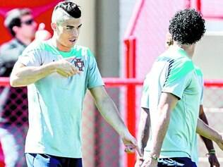 Cristiano Ronaldo apareceu ontem com um novo visual, pois fez um corte moicano no cabelo