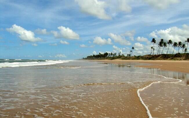 A praia de Massarandupió fica a 90 quilômetros de Salvador