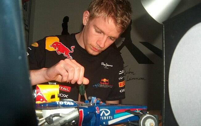 Paul Bischof trabalhando na construção da Red Bull que lhe rendeu uma vaga na equipe austríaca