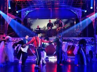 Rodrigo Teaser dança 'moonwalk' no palco do 'Programa do Jô'
