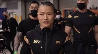 Weili Zhang quer enfrentar Rose Namajunas em local neutro