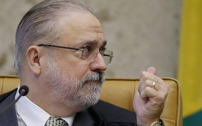 Augusto Aras pede aos estados que investiguem invasões a hospitais