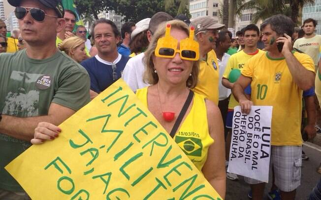 A pensionista da Marinha Cristina Tross defende que a solução para o país é a intervenção militar