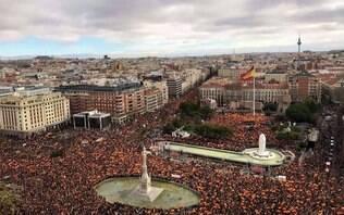 Pressionado por manifestações, premiê da Espanha convoca eleições antecipadas