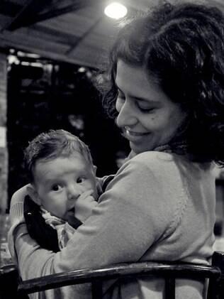 Clarissa e Miguel, de dois meses: símbolos da maternidade sem estresse