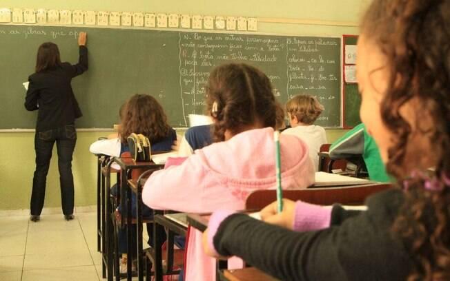 Entre os pontos que devem ser regulamentados, estão os critérios para o cálculo do valor mínimo por aluno e a criação de um piso salarial nacional para a educação básica pública