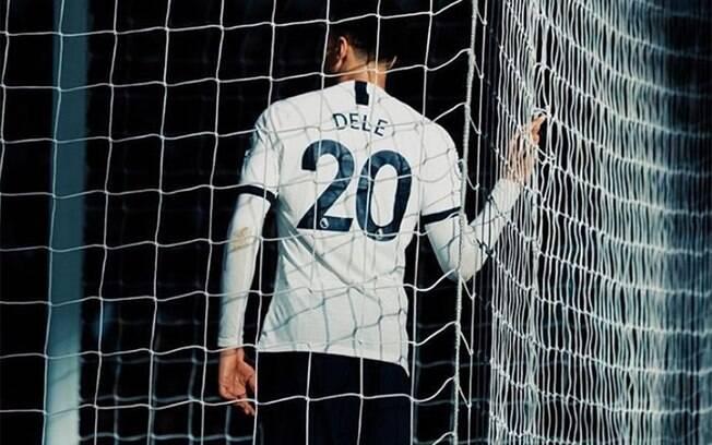Jogador foi punido e está fora do retorno do campeonato inglês