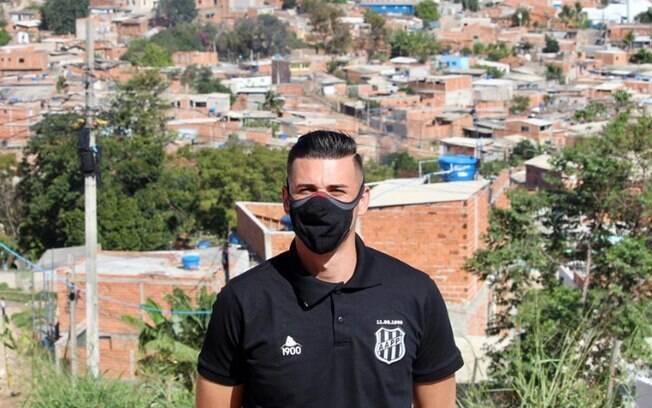 Ivan, da Ponte, visita comunidade carente e ajuda na distribuição cestas básicas