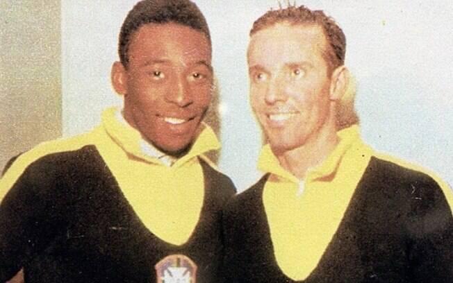 Pelé e Zagallo juntos na época em que ambos  defendiam a seleção brasileira