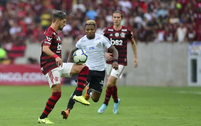 Flamengo e Santos duelaram neste sábado pelo Brasileirão%2C no Maracanã
