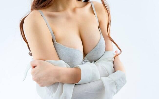 O tabu sobre o autoexame das mamas pode ser quebrado com autoconhecimento