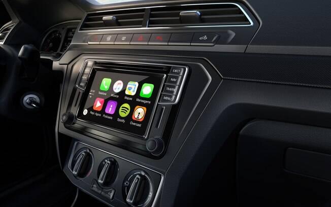 VW Saveiro tem central multimídia bem mais sofisticada, moderna e fácil de usar que o da rival da Fiat
