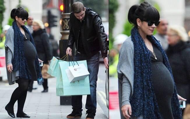 Lily Allen em tarde de compras com o marido, Sam Cooper, um ndia an5tes do nascimento do bebê
