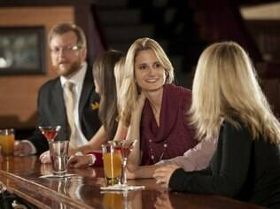 Não precisa ir ao bar toda vez que os colegas marcarem um encontro, mas estar presente de vez em quando é recomendável