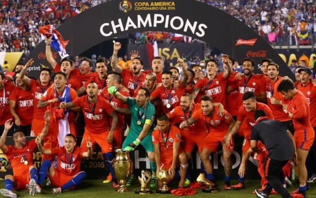 Seleção do Chile foi campeã da Copa América Centenária de 2016 e é destaque da agenda do futebol desta segunda-feira