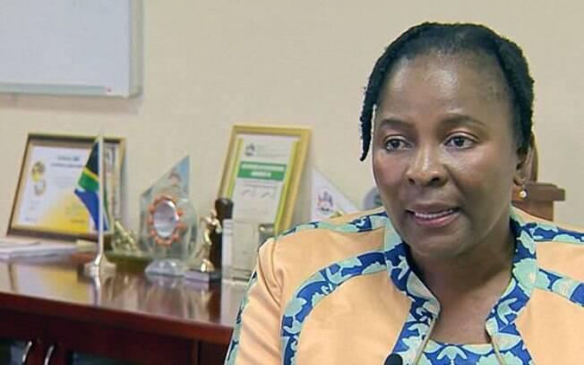 A prefeita de uThukela, Dudu Mazibuko, foi quem introduziu a iniciativa de dar bolsas de estudo às jovens virgens