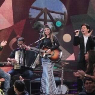 Paula Fernandes também participa do mesmo programa 'Altas Horas' com Chitãozinho e Xororó