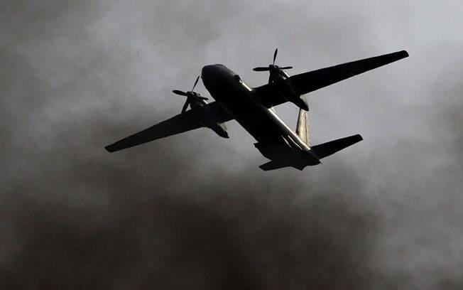 Avião russo caiu na Síria deixando mais de 30 mortos nesta terça-feira; Defesa do país diz que aeronave era militar