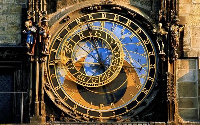 O relógio astronômico é um espetáculo à parte e tem show de hora em hora, das 9h às 21h