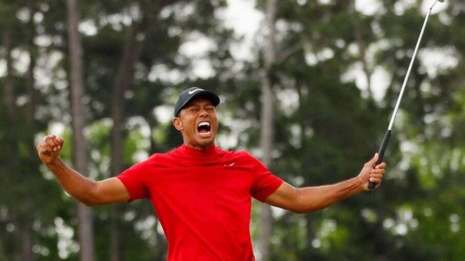 Tiger Woods sofreu grave acidente de carro nos EUA