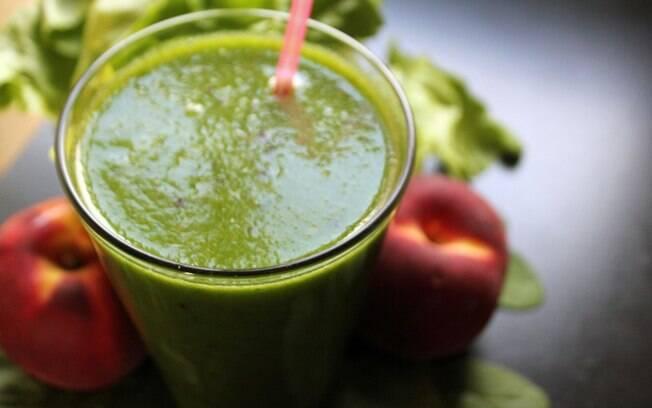 Suco verde está na dieta detox, mas esse tipo de alimentação vai além disso