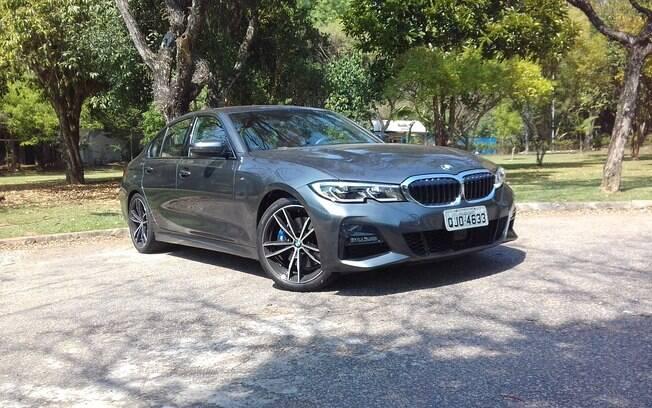 BMW 330i: sedã de 258 cv é capaz de alegrar seu dia, mesmo que esteja cinzento. Sofisticação e desempenho de tirar o fôlego são os destaques