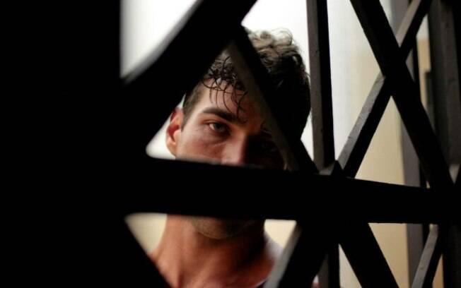 Homem nu entra em elevador e abusa de vizinha idosa no centro de Belo Horizonte